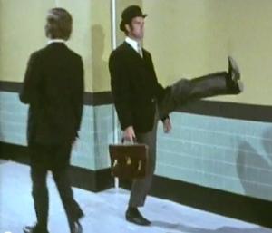 john-cleese-silly-walks1-26h3zdp
